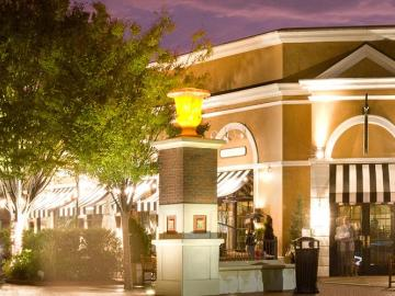 Photo of: Stony Point Fashion Park